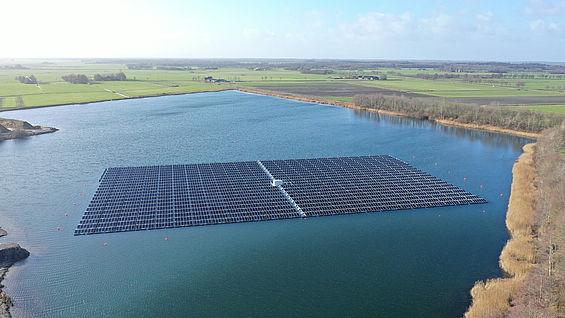 solare galleggiante