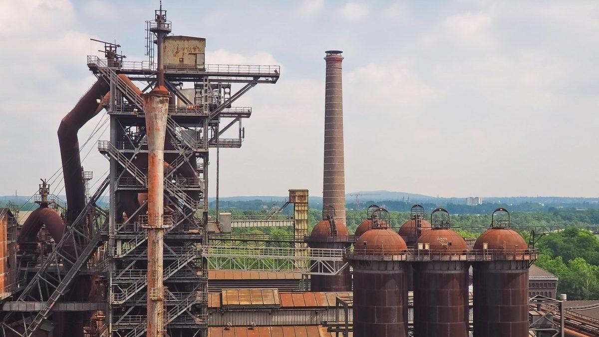 Decarbonizzazione, 8 industrie pesanti su 10 non sono in linea con Parigi
