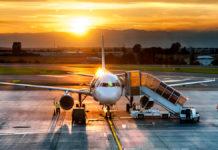 Emissioni degli aerei: la Francia mette al bando i voli brevi